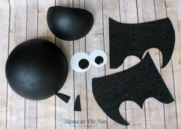 Make this adorable DIY Bat Halloween wreath. Decoration for a party, your front door or for a kid's room