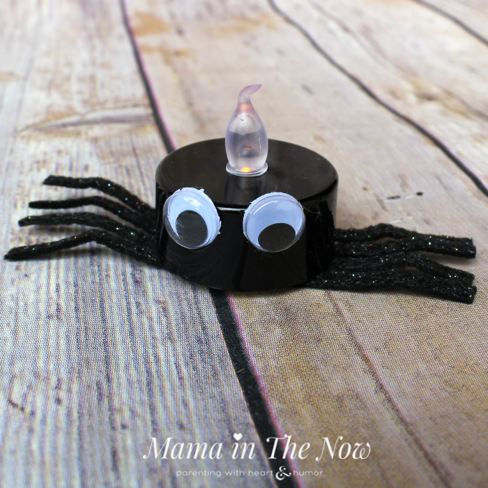 Tea lights the kids can make! We love these fun and easy-to-make Halloween decorations. Host a Halloween party without spooky decor. Kid-friendly spiders, toddler and preschool activity.