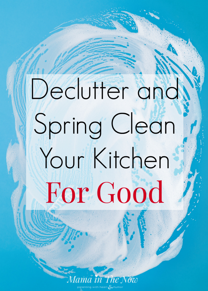 Declutter and spring cleaning hacks and tips. Keep your kitchen clutter-free, clean and organized. Tips from a professional. Organize kitchen tips. Decluttering hacks.